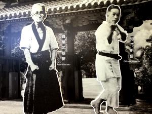 首里手は「知花朝信」(写真右)と「喜屋武朝徳」(写真左)の系譜に受け継がれた
