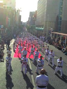 2018年10月に行われた「空手の日」記念演武祭(那覇市・国際通り)