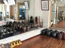 剛柔流の鍛錬で使用する特徴的な器具(東恩納道場)