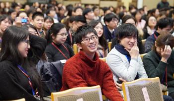 笹川杯全国大学日本知識大会を観戦する訪中団